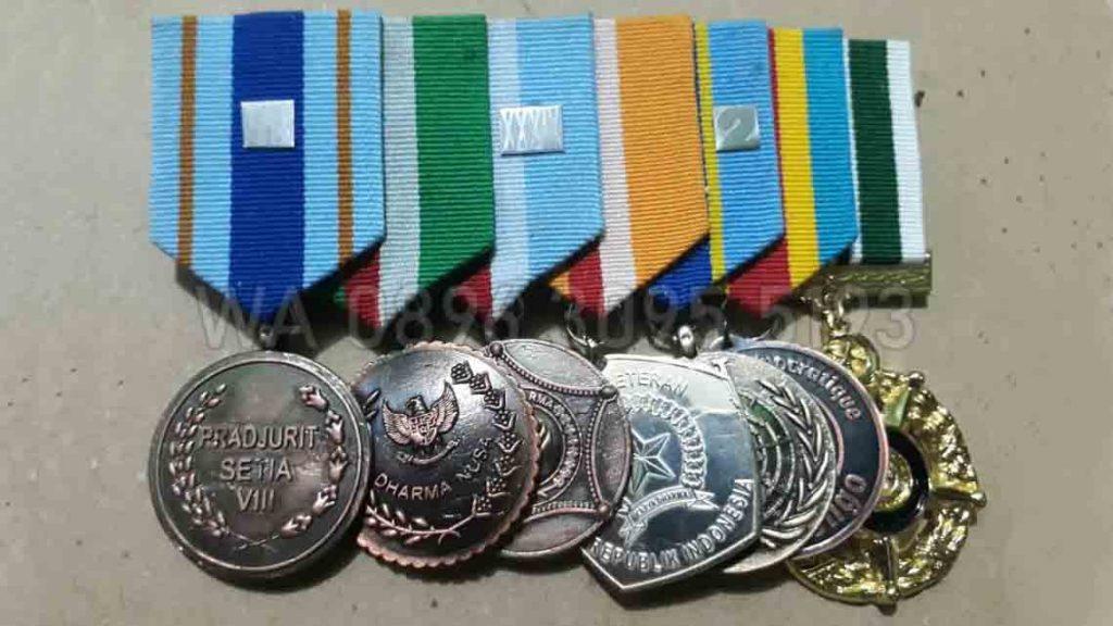Tanda Jasa TNI yang maksudnya adalah Tanda Kehormatan Satya Lencana PDU